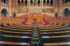 felmérés, parlament, századvég, válság