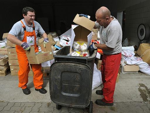 Hamisított élelmiszerek lefoglalása Kép: MTI