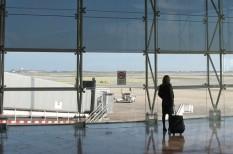 csőd, online foglalás, turisták, utazás