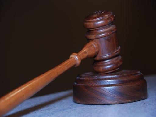bíróság512