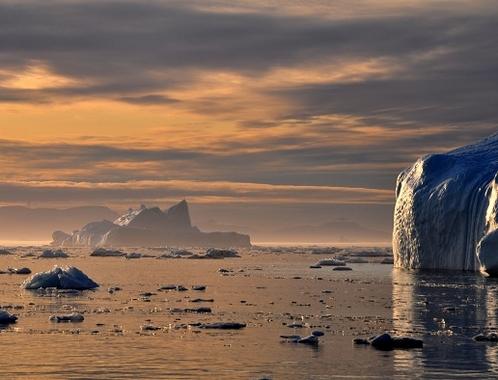 Olvadó jégtakaró a sarkvidéken
