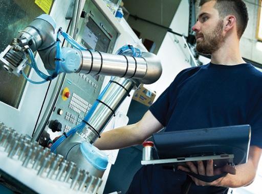 Az iparban mindinkább előtérbe kerül a robotika - Kép: Universal Robots