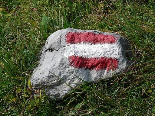osztrák zászló egy kövön