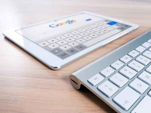 google oldal egy tableten