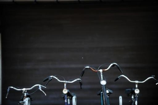 biciklikormányok egymás mellett