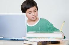 digitális bennszülöttek, internet, normarendszer, okos eszközök, számítógép, világháló, y generáció, z-generáció