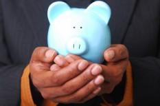 biztonságos befektetés, forintárfolyam, megtakarítások, részvények