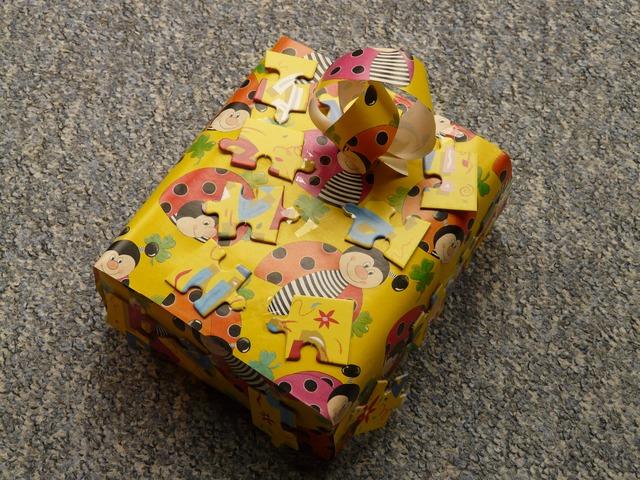 a juttatásként nyújtott céges ajándéknál ügyelni kell az adózásra