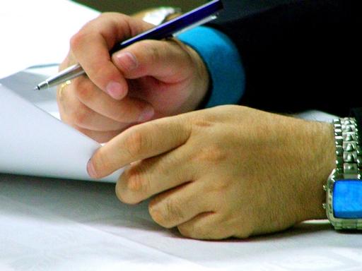 aláírják a munkaszerződést