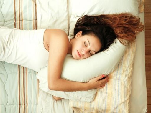 alvó nő
