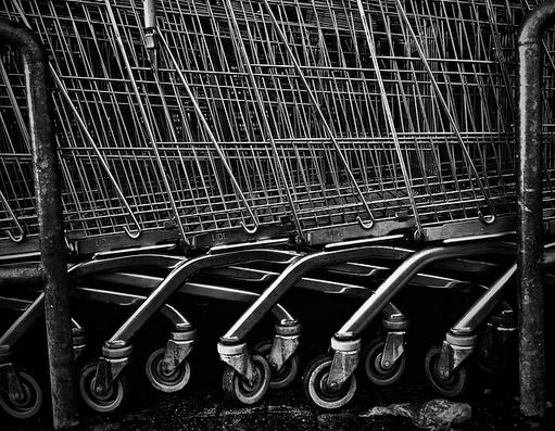 bevásárlókocsik sorban