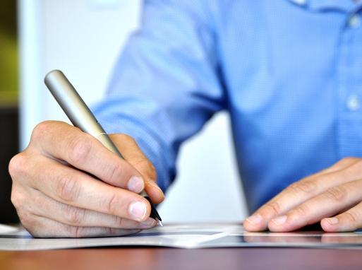 aláíró kéz