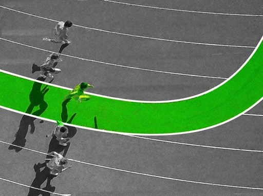 alternatív pályán fut egy futó a futóversenyen a futópályán