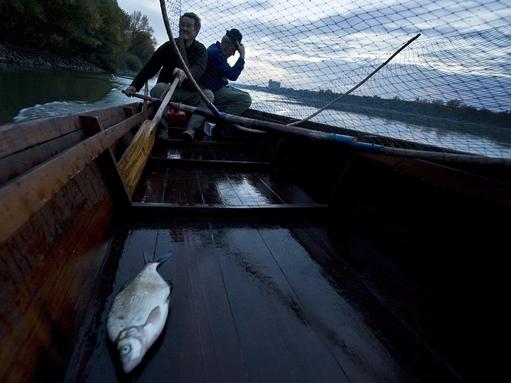 halászok csónakban