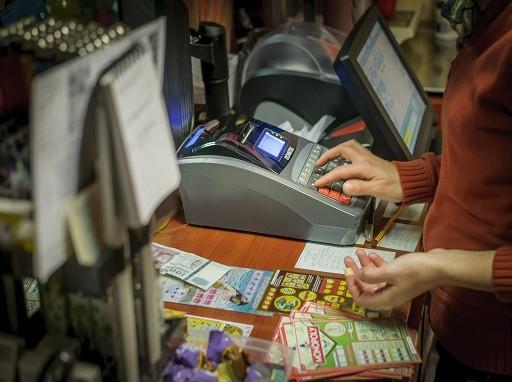 a szolgáltatóknak is be kell kötniük a pénztárgépeket