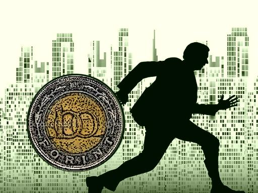 pénzzel a kezében futó ember