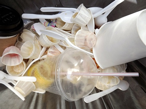 túl sok hulladékot termelünk, túl sok élelmiszer megy a szemétbe