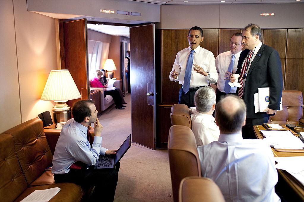 Obama konferenciázik a levegőben. (fotó: Fehér Ház)