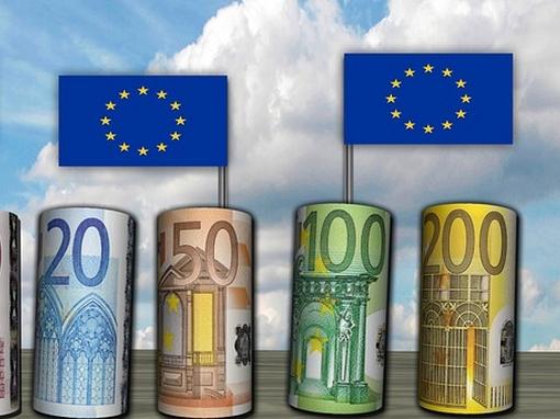 uniós pénzgurigák uniós zászlóval