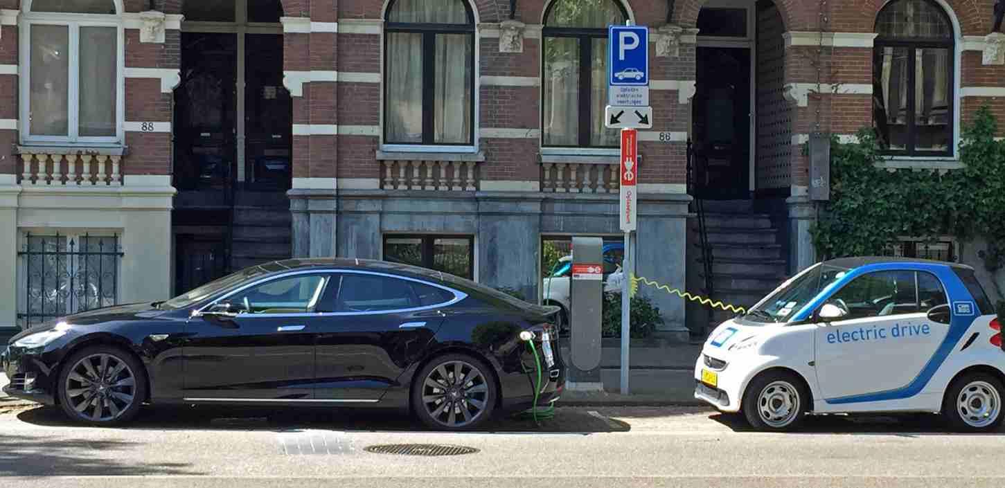A kicsi szép. De a nagy is, mert elektromos autó. (fotó: wikipedia)