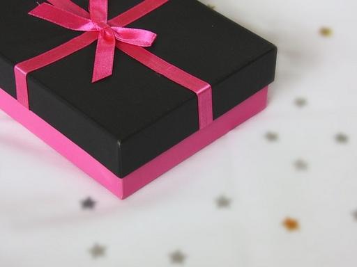 ajándékcsomag