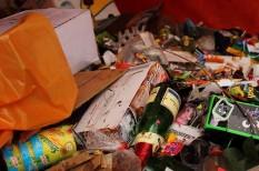 bálna, betilt, egyszer használatos, eldobható, európai parlament, evőeszköz, hulladék, környezetszennyezés, mikroműanyag, mikroplasztik, műanyag, plasztik, szelektív hulladék, szemét, szívószál, tápláléklánc, újrahasznosítható