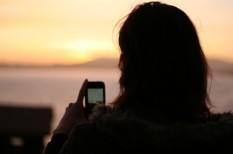 információs társadalom, nyaralás, okostelefon, telekommunikáció