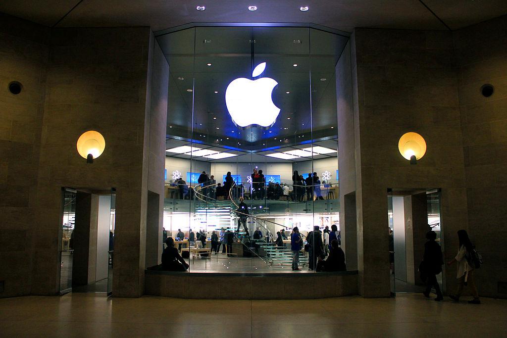 Az Apple boltja Párizsban (fotó: Wikipeidia)