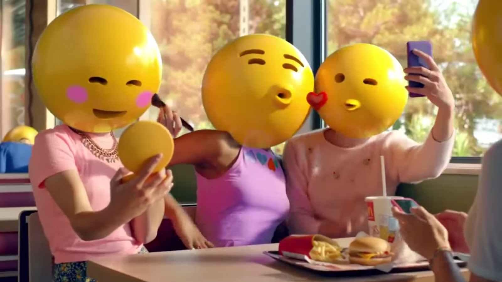 A McDonald's tévéreklámja emoji-arcokkal ruházta fel a szereplőket (fotó: YouTube)