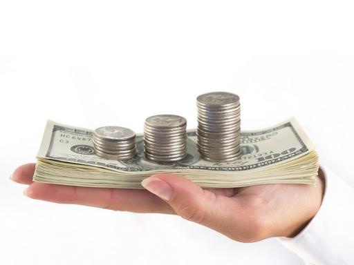 dollárok kézben