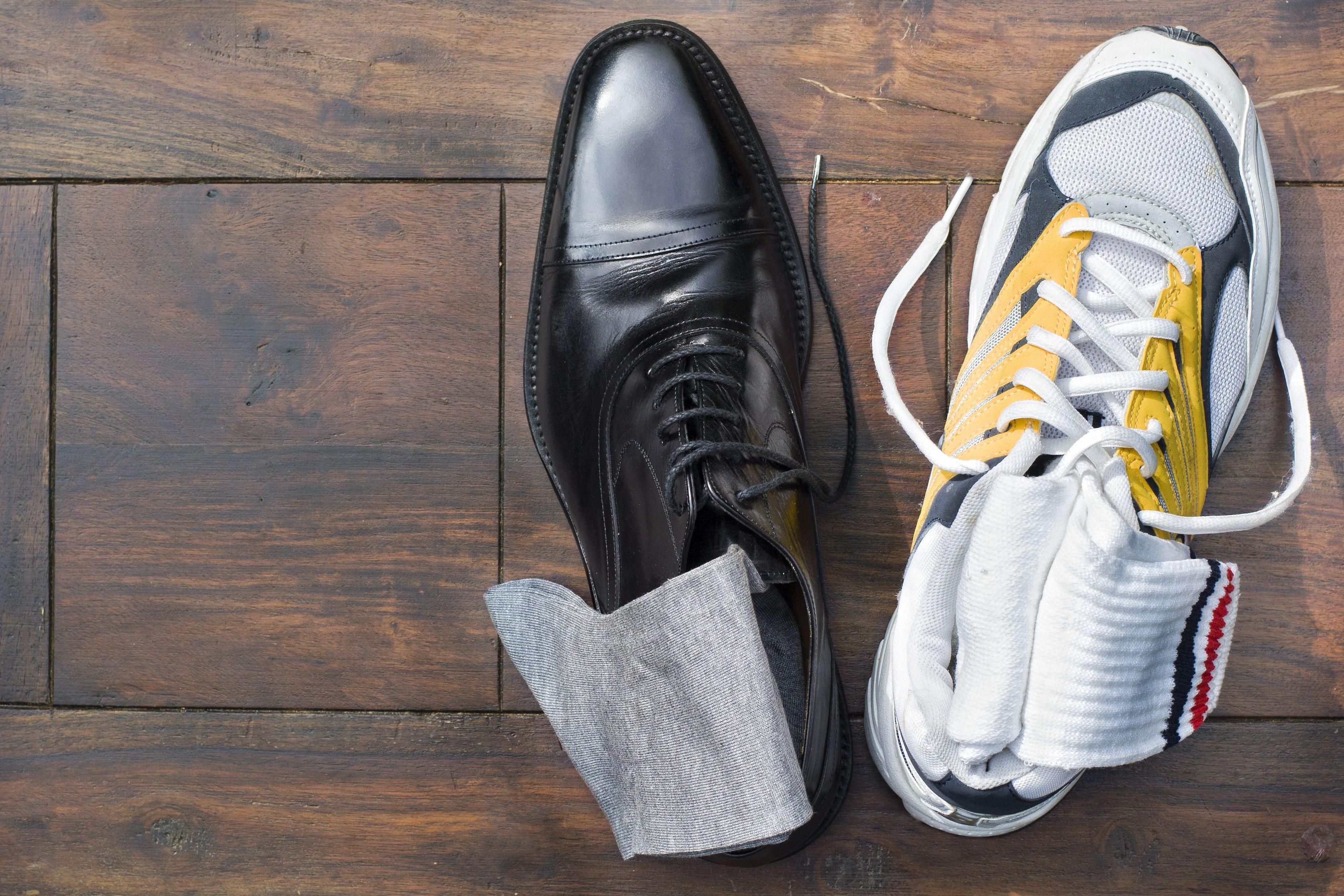 elegáns férficipő és sportcipő