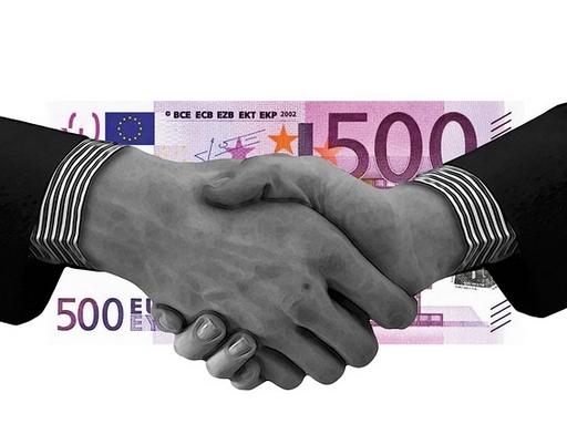 kézfogás 500 eurós előtt