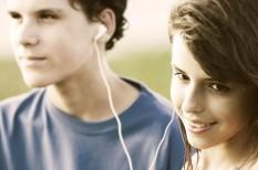 facebook, felmérés, fiatalok, k&h, közösségi média, laptop, okostelefon, tévé, youtube