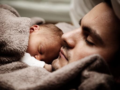 apa kisbabával