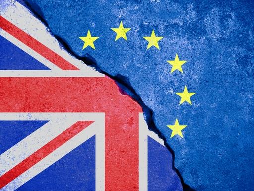 brexit, brint és uniós zászlók