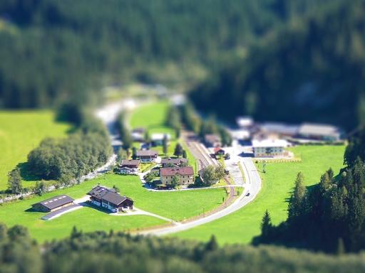 kisváros látképe