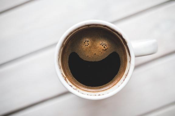 mosolygó mintás kávé