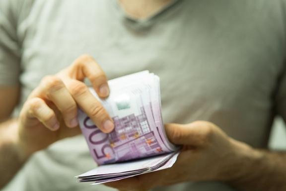 euró köteget számol