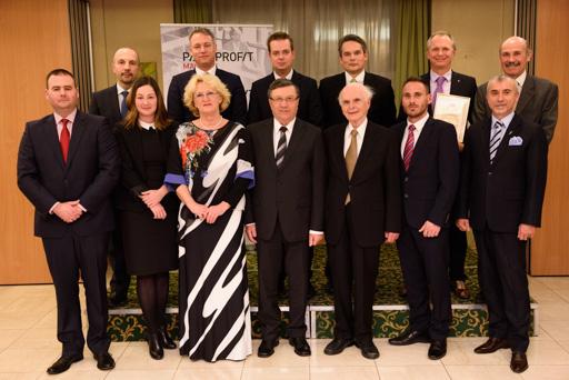A 2016-os Üzleti Etikai Díj nyertesek a díj alapítóival Kép:Hatlaczki Balázs