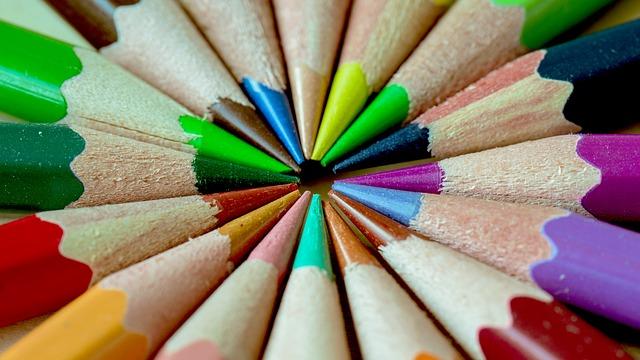 színes ceruzák együtt