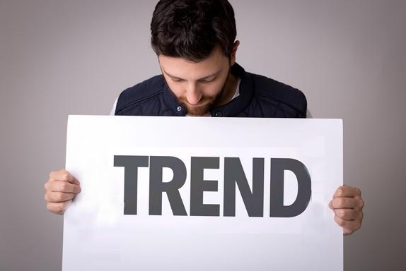 pasi, trend feliratú tábálával