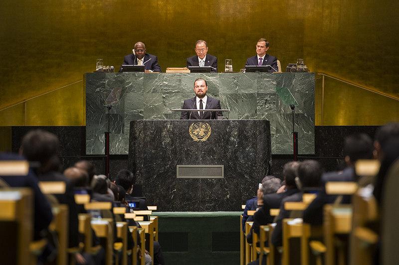 DiCaprio beszédet mond az ENSZ-székházban a klímacsúcson 2014-ben fotó: flickr/United Nations photo