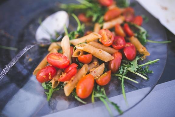 egészséges étel tányéron