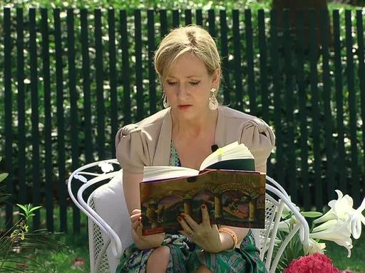 J. K Rowling felolvas a Fehér Ház kertjében