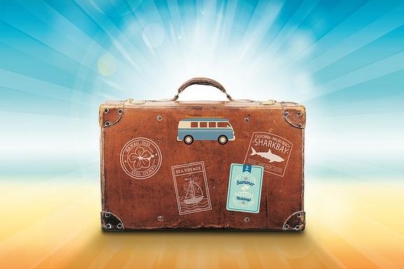 bőrönd egzotikus homokos parton