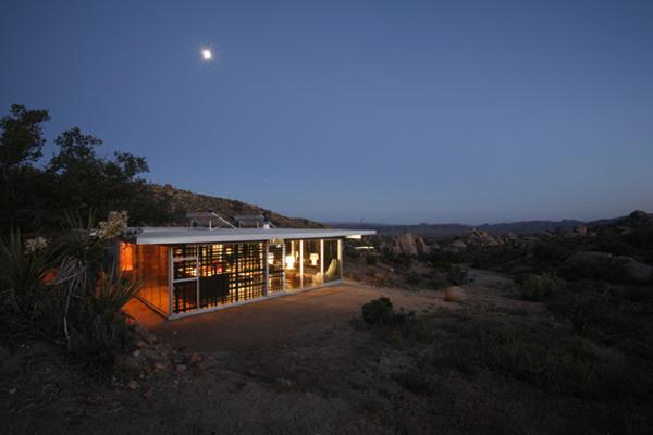 Off-grid ház Linda Taalman tervezése. (fotó: tkithouse.com)