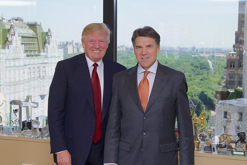 Trump és Rick Perry, akit energiaügyi miniszternek szán Trump. Perry alá tartozik majd az EPA. (fotó: Governor Rick Perry/flickr)