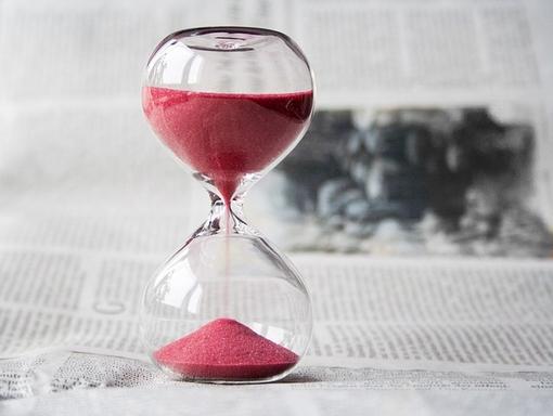 homokóra mutatja a határidőt