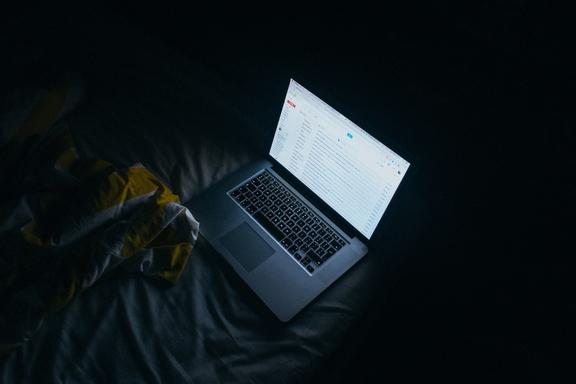 éjszakai munka laptopon