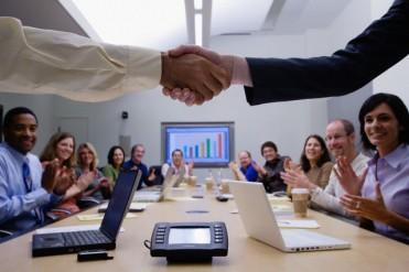 első benyomás, kapcsolatépítés, megbízhatóság, networking, siker, storytelling, üzleti reggeli